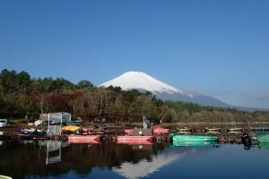 山中富士湖畔